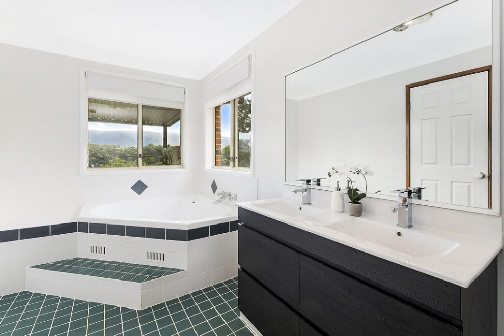 LEASE FIRST OPEN HOME – Luxury Home With Views