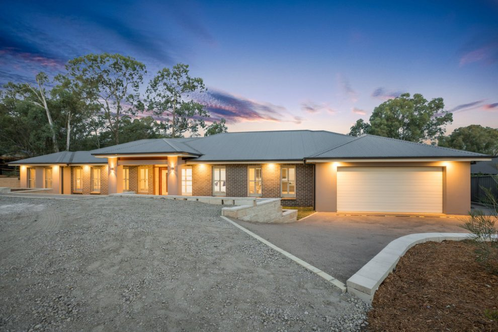 Luxury Home in Gorgeous Bushland Setting