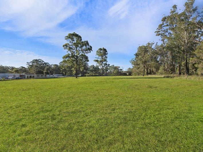 8 Acres Ideal for Horses