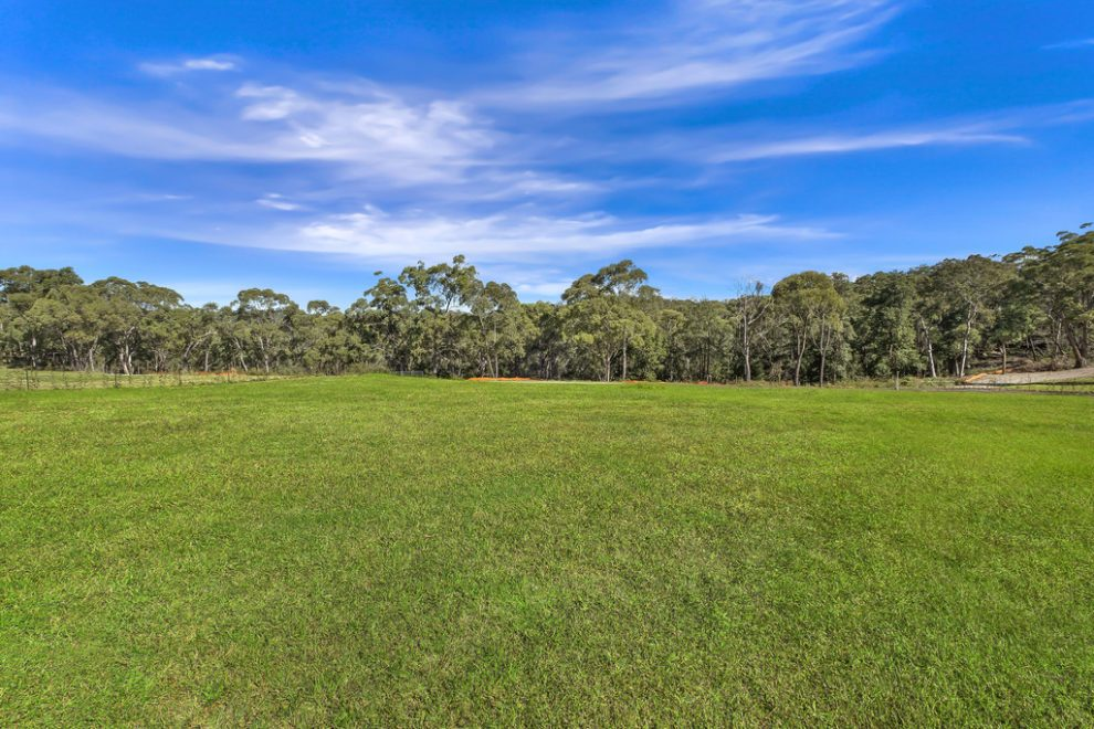 Acreage Lots with Large Building Areas