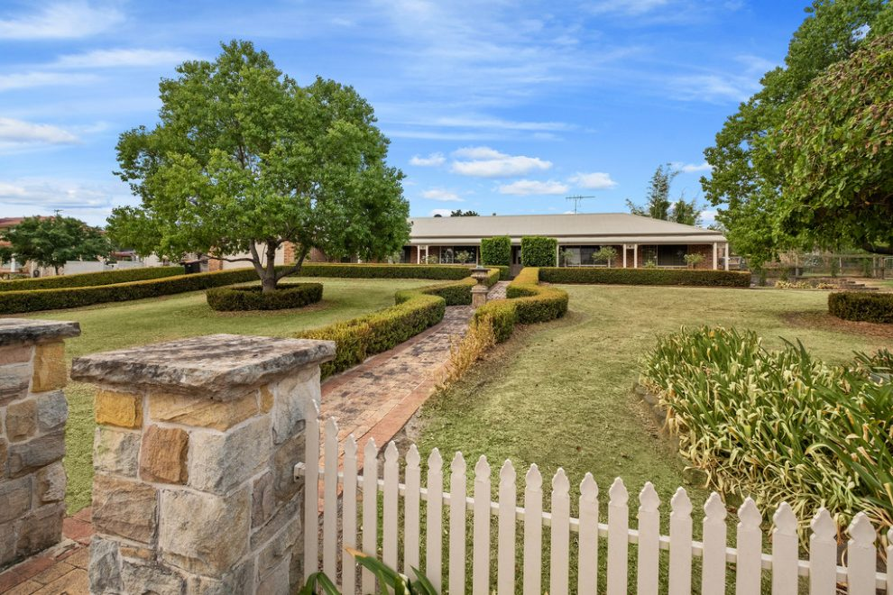 Auction Guide $1,775,000 – Will be Sold